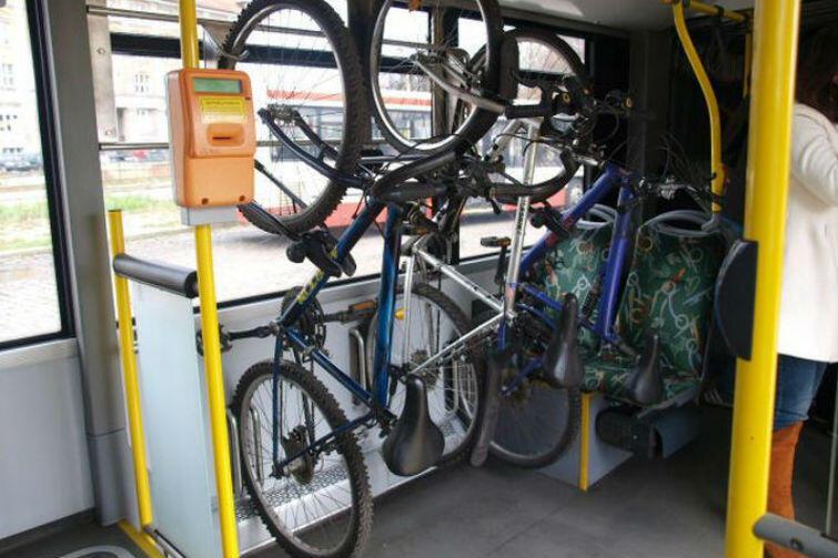 W autobusach linii 169 jest miejsce na trzy rowery, w autobusach linii 258 zmieści się osiem rowerów