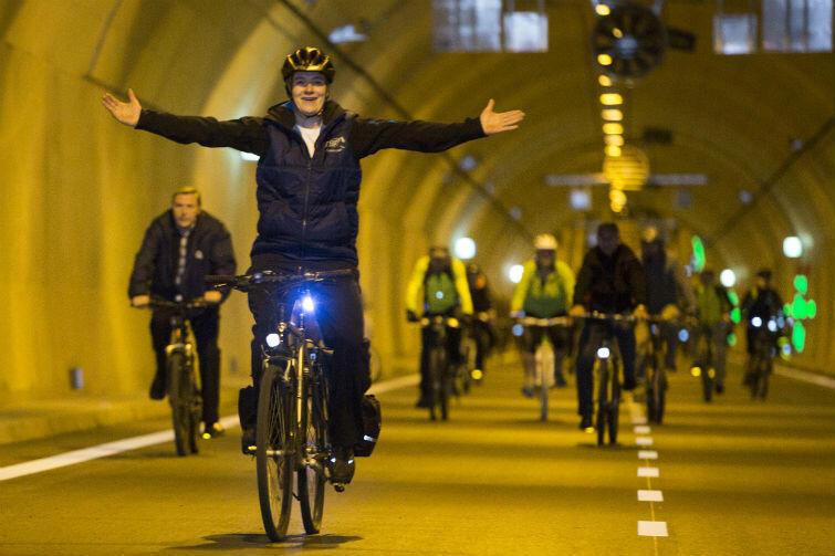 Jako pierwsi pod Martwą Wisłą przejechali rowerzyści