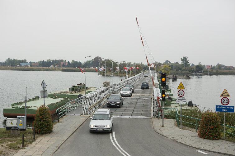 Póki co, trzeba korzystać ze starego i wyboistego mostu pontonowego. Nowoczesny most zwodzony nadal pozostaje marzeniem, ale mieszkańcy Wyspy Sobieszewskiej nabrali wiary, że marzeniem realnym.