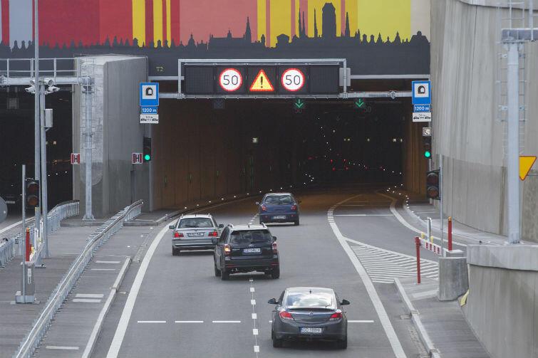 W tunelu pod Martwą Wisłą obowiązuje prędkość 50 km/godz