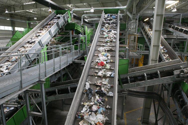 Zakład utylizacyjny w Szadółkach jest już wyposażony w nowoczesną sortownię, w 2020 roku ma tam powstać spalarnia odpadów