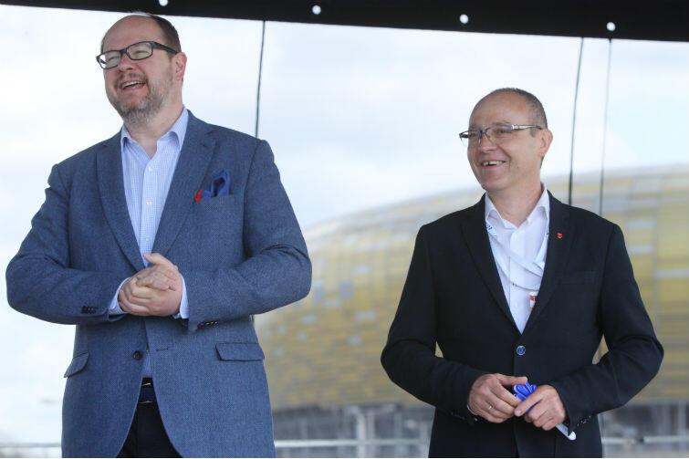 Biegaczom kibicują prezydent Gdańska Paweł Adamowicz i Leszek Paszkowski, dyrektor Miejskiego Ośrodka Sportu i Rekreacji w Gdańsku