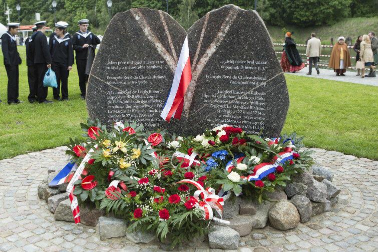 Obelisk na cześć hrabiego de Plélo. Uroczystość odsłonięcia - 27 maja 2014 r., w 280. rocznicę śmierci francuskiego dowódcy.