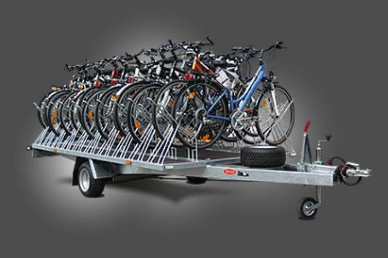 Od lipca br. autobusem linii 258 przejedzie nawet grupa złożona z 28 rowerzystów. 20 rowerów na przyczepie, 8 - w autobusie.