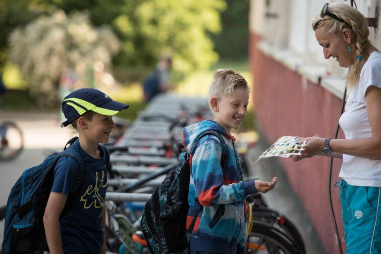 Za każdy przejazd uczniowie otrzymywali naklejkę do rowerowego dzienniczka.