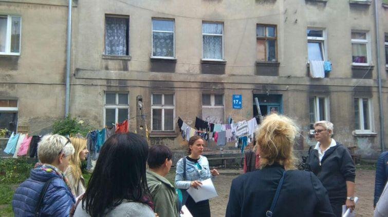 Są takie kwartały w Nowym Porcie, w których potrzeba dużych nakładów pracy socjalnej, m.in. przy ul. Strajku Dokerów 17