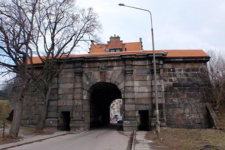 Brama Nizinna, stan w marcu 2016 r.