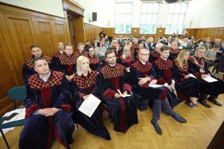 Uroczysta sesja Rady Miasta wyjątkowo odbyła się w V Liceum Ogólnokształcącym.