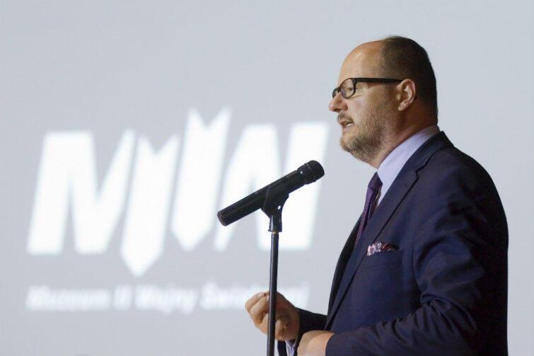 Prezydent Paweł Adamowicz podczas konferencji w Muzeum II Wojny Światowej