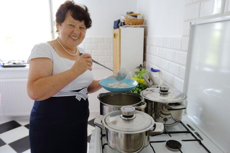 Pani Nina Skulbaszewska poczęstowała gości tradycyjnymi kazachskimi potrawami.