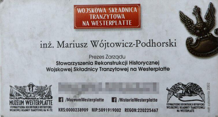 Wizytówka, którą Mariusz Wójtowicz-Podhorski wręczył Dorocie Stachurze, przewodniczce PTTK, mówiąc, że nie zna ona faktów dotyczących Westerplatte.