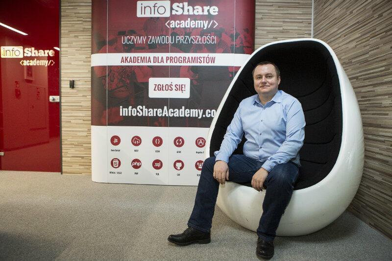 - Nasi absolwenci są na tyle dobrzy, by pójść do firmy IT i nie być kulą u nogi w swoim teamie - uważa Marcin Pokojski szef infoShare Academy.