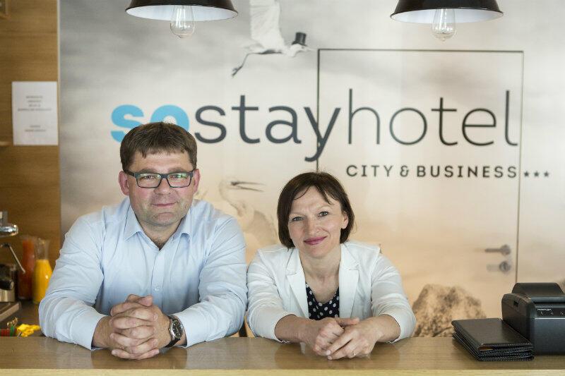 Marianna i Piotr Wróblewscy - w recepcji So Stay Hotel.