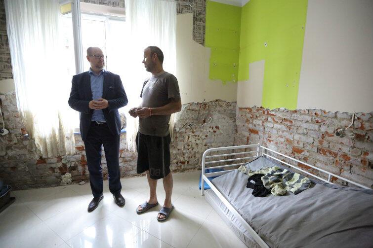 Adamowicz sprawdza, co u powodzian we Wrzeszczu - obiecuje konkretną pomoc