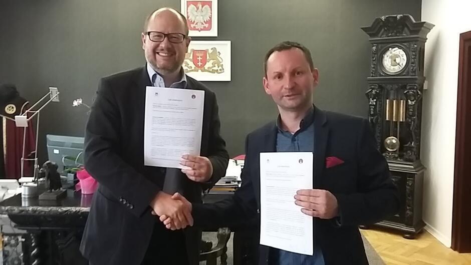 Podpisanie porozumienia z Fundacją ArchitectsPL, reprezentowaną przez Krzysztofa Głowackiego