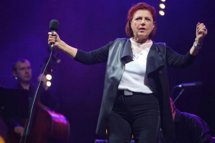 Roztańczona wokalistka udowodniła, że wiek to tylko liczba.