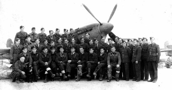 Personel 318 Dywizjonu Myśliwsko-Rozpoznawczego Gdańskiego w latach 40. ubiegłego wieku.