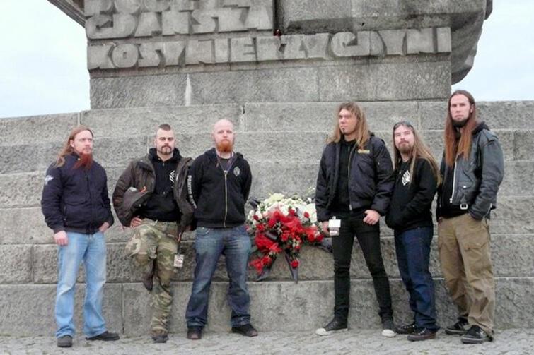 Szwedzcy muzycy podczas wizyty na Westerplatte w 2008 r.