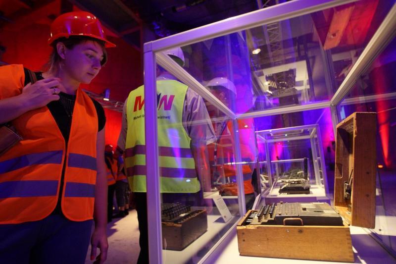 1. września 2015 - Dzień Otwarty w MIIWŚ - zwiedzający oglądają przygotowania do wystawy, która być może nigdy już nie powstanie