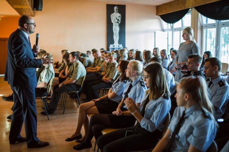 Paweł Adamowicz potrafi rozmawiać z uczniami