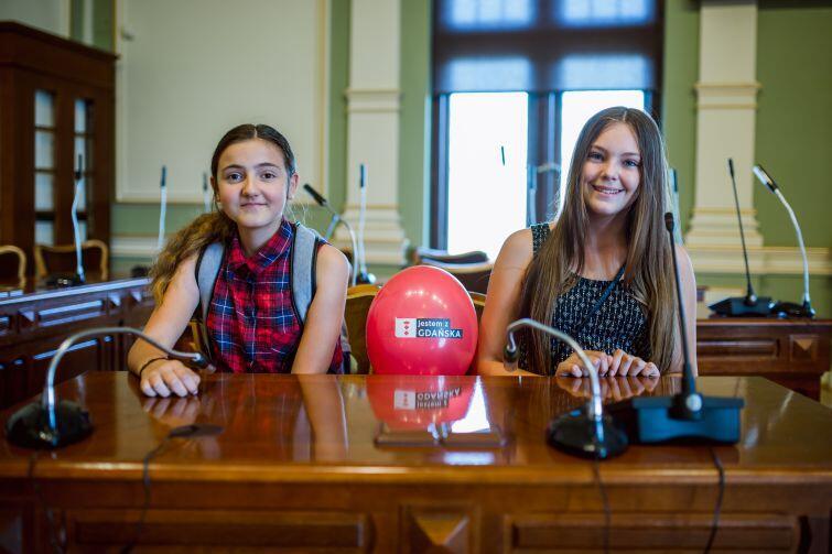Agata i Martyna po występach chętnie zwiedzały wnętrza Nowego Ratusza.