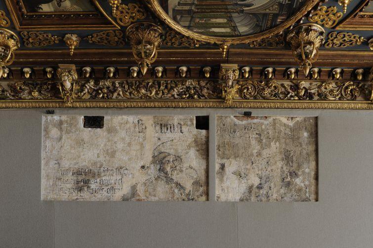Pod obrazami w Sali Czerwonej skrywają się średniowieczne freski.