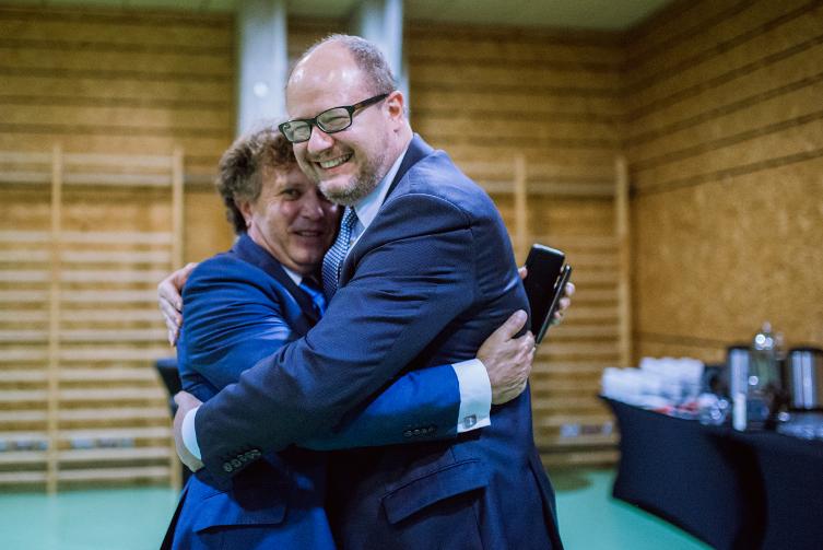 Sądząc z entuzjazmu i braterstwa, metropolia musi powstać. Na zdjęciu: prezydent Karnowski i prezydent Adamowicz.
