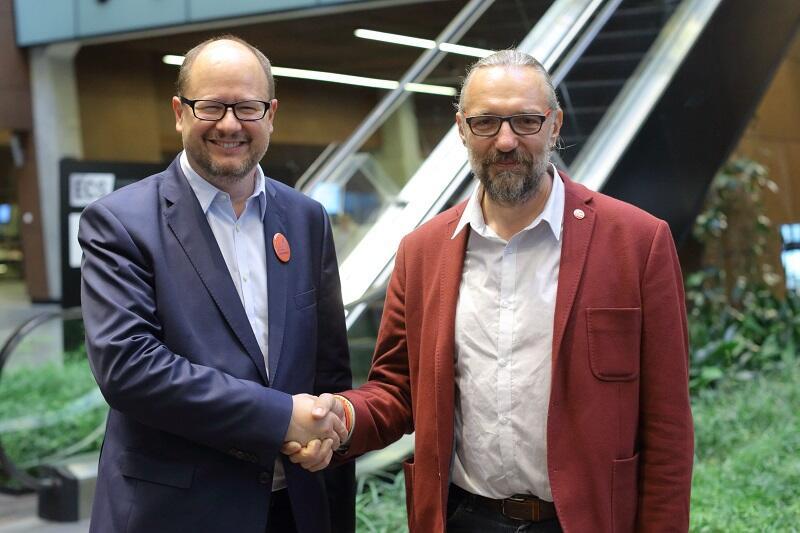 Mateusz Kijowski i prezydent Paweł Adamowicz