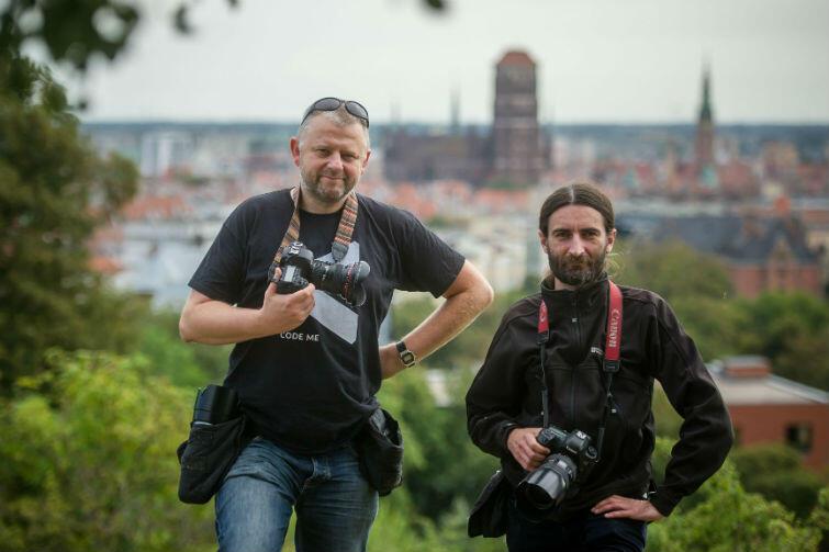 Grzegorz Mehring (z lewej) i Jerzy Pinkas - fotoreporterzy portalu www.gdansk.pl. Między innymi ich zdjęcia znalazły się w albumie poświęconemu arcybiskupowi Gocłowskiemu