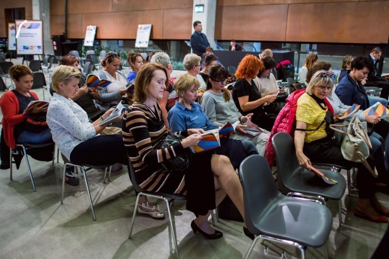 Uroczystość odbyła się w poniedziałek, 19 września, w ECS. Uczestniczyło w niej ponad 100 osób - w zdecydowanej większości Polacy, przekonani o tym, że tylko społeczeństwo otwarte, wolne od lęków, ma zdolność do rzeczywistego rozwoju.