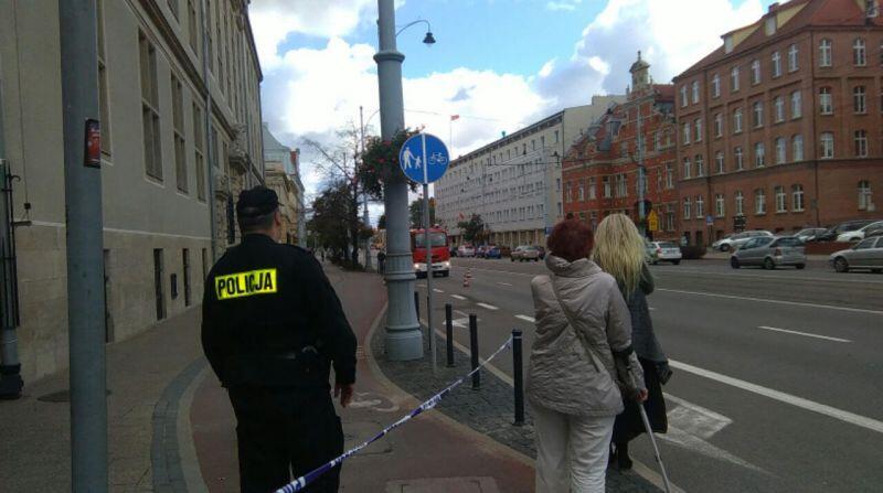 Policja zamknęła fragment chodnika przy ul. Nowe Ogrody.