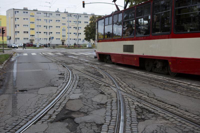 Linia tramwajowa na Stogach wymaga modernizacji. Widzą to mieszkańcy, widzą to urzędnicy. I pracują już nad tym.