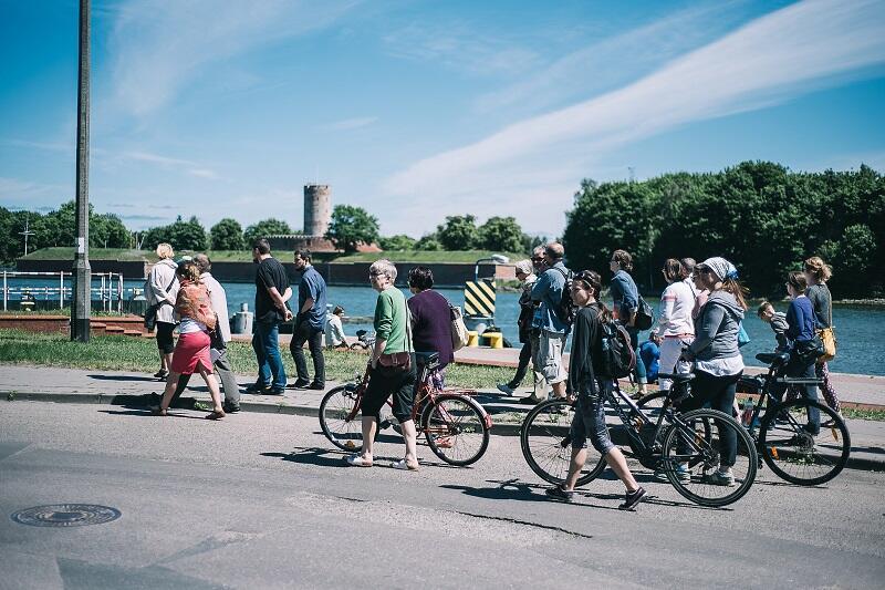 Nowy Port dobrze się zwiedza na rowerze...