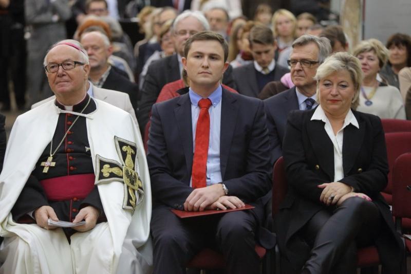 Wielki mistrz Bruno Platter, wiceprezydent Piotr Grzelak i konsul generalna Niemiec w Polsce Cornelia Pieper.