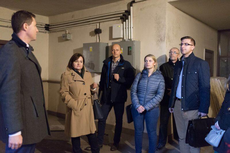 Zastępca prezydenta Gdańska, Piotr Grzelak, najpierw zajrzał z radnymi dzielnicy Brzeźno do środka zabytkowego Domu Zdrojowego...