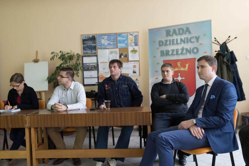 ... a następnie wszyscy udali się do siedziby Rady Dzielnicy, gdzie przedstawiono szczegóły nowego miejskiego projektu.
