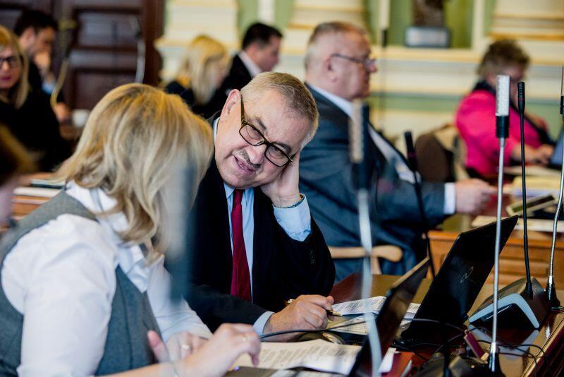 Gorącą dyskusję podczas czwartkowej sesji wywołała uchwała w sprawie nadania rondu we Wrzeszczu imienia Guntera Grassa. Na zdjęciu radny PiS Jacek Teodorczyk.