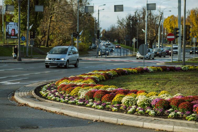Tak rondo Ofiar Katynia, sąsiadujące z placem Zebrań Ludowych, wygląda teraz od strony Śródmieścia