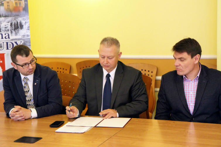 Podpis składa zastępca prezydenta Gdańska Andrzej Bojanowski