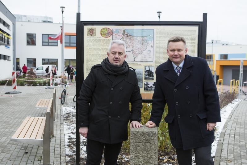Przewodniczący Zarządu Dzielnicy Kokoszki Krzysztof Nowotarski i Dyrektor Muzeum Historycznego Miasta Gdańska Waldemar Ossowski