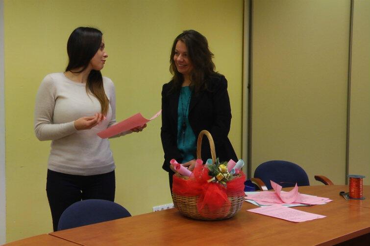 Magda Theus (po prawej) w rozmowie z reporterką naszego portalu, Natalią Gawlik. Zdjęcie z ubiegłorocznej akcji, gdy listy były w kolorach różowym i niebieskim