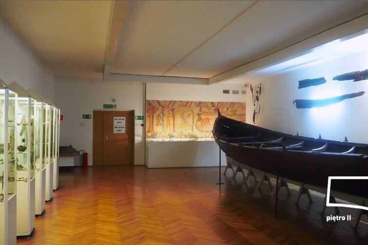 Tak sala z zabytkową łodzią prezentuje się obecnie