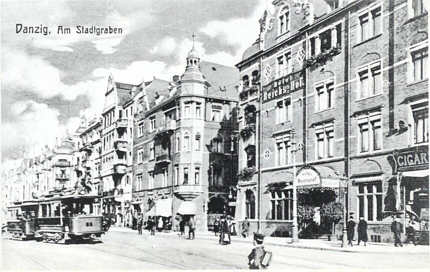Podwale Grodzkie, naprzeciw Dworca Głównego, w hotelu Reichshof