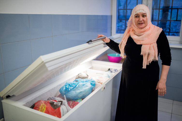 Rodziny robią składkę na wspólne jedzenie, w tym na mięso halal
