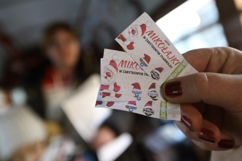 Pasażerowie otrzymali m.in. pamiątkowe bilety