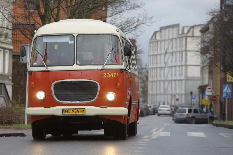 ... w drogę zabytkowym autobusem, zwanym - ogórkiem