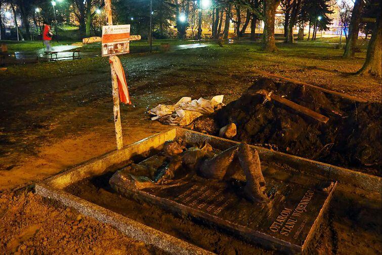 Pomnik upamiętniający Antoniego Browarczyka i pozostałe ofiary stanu wojennego w Gdańsku zostanie odsłonięty 13 grudnia na Targu Rakowym