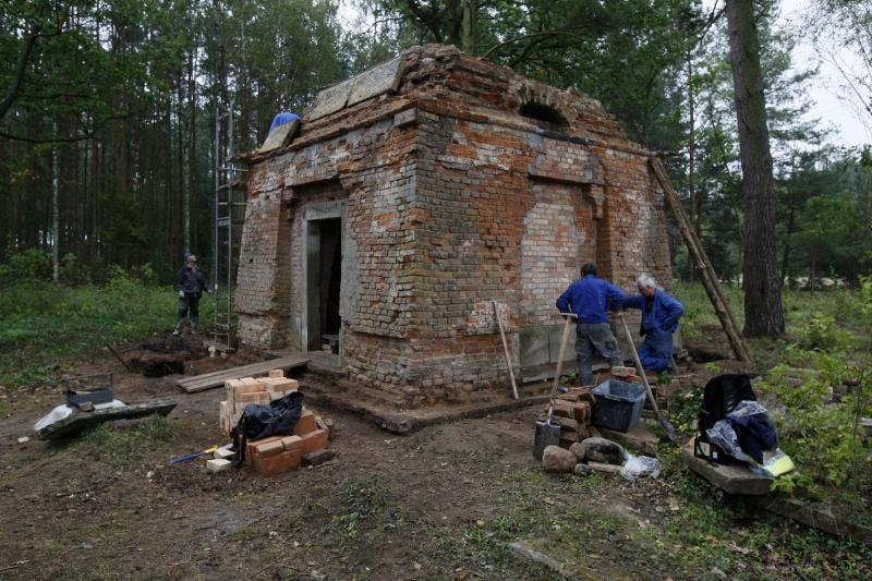 Tak grobowiec wyglądał na chwilę przed renowacją w 2012 roku