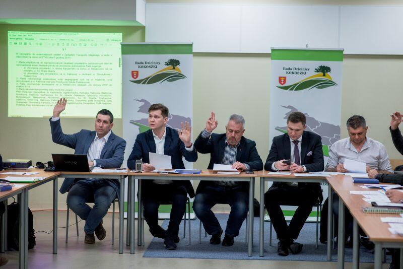 Radni zaprosili na czwartkową sesję zastępcę prezydenta Gdańska Piotra Grzelaka (drugi z prawej) i zastępcę dyrektora Zarządu Transportu Miejskiego Sebastiana Zomkowskiego (pierwszy z prawej)