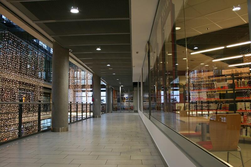 Nowa przestrzeń Biblioteki Manhattan, już wkrótce były korytarz stanie się miejscem wypoczynku dla odwiedzających mediatekę we Wrzeszczu